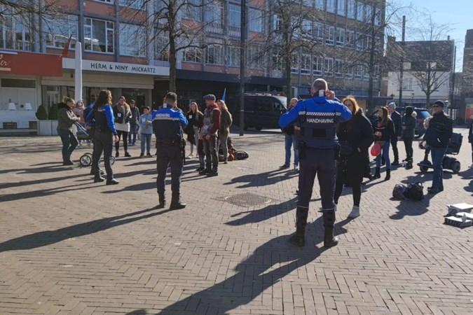 Coronademonstranten in Kerkrade verlaten de Markt niet, 'want dat hoeven de andere mensen ook niet'