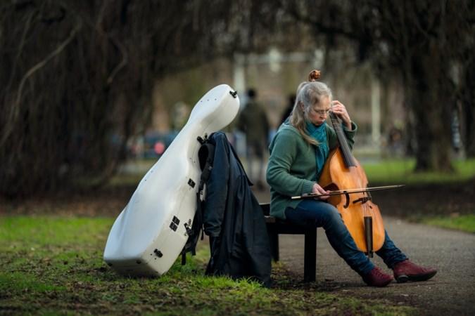 'De vrouw met de kist op haar rug' speelt het liefst muziek vanuit haar tenen