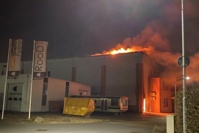 Video: Uitslaande brand op bedrijventerrein in Blerick