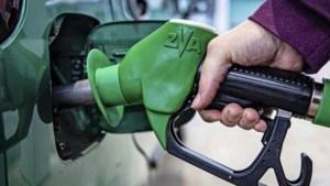 Weer bloeden aan de pomp: benzineprijs ruim boven 1,80 euro