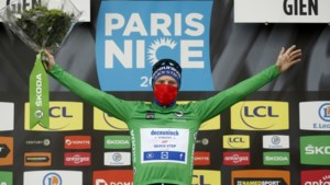 Bennett wint vijfde rit Parijs-Nice, Roglic behoudt ondanks valpartij de leiding