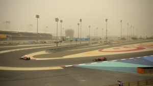 Zandstorm weerhoudt Verstappen niet van snelle woestijnrit