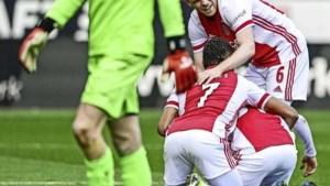 Koploper Ajax vergroot voorsprong op PSV