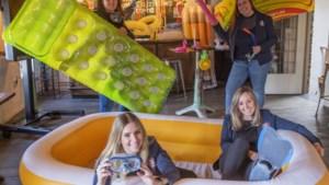 Vijf vrouwen uit Sittard kunnen kriebels niet weerstaan en houden online 'Hawt vas' dameszitting