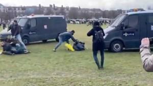 Haagse politie na duw van vrouw tegen politiebus: 'Niet de bedoeling'