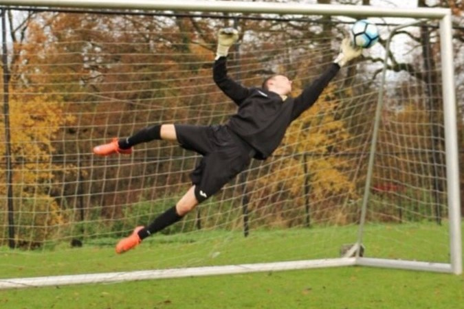 Heksenberg-NEC-doelman Levi Aalders uit Voerendaal in de picture bij KRC Genk