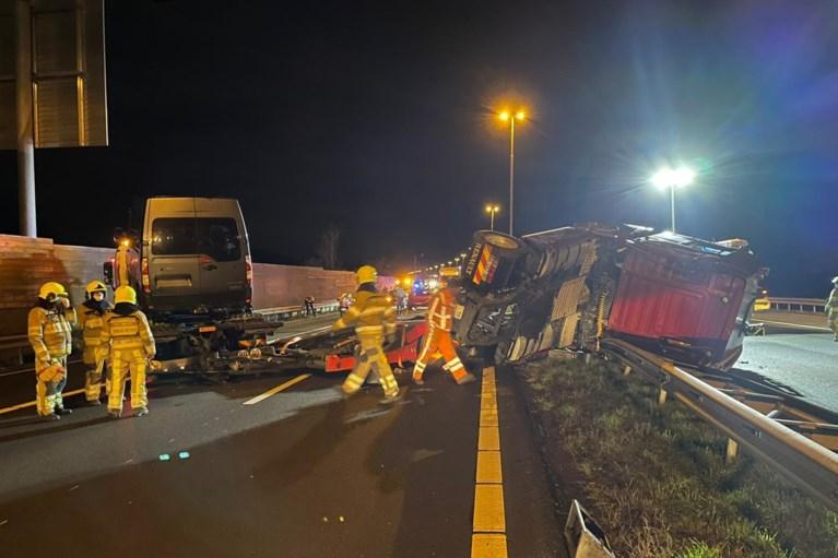 Video: Flinke ravage door gekantelde vrachtwagen op A2 bij Born