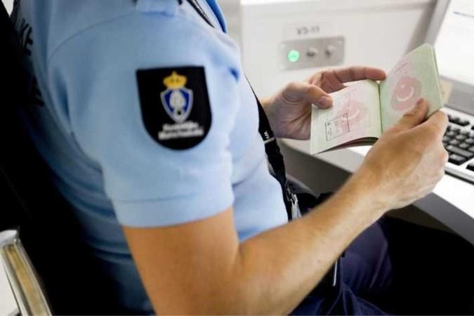 Vrouw (31) uit Roermond aangehouden op verdenking van mensensmokkel Schiphol