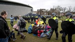 Politie houdt ruim 150 mensen aan tijdens demonstratie Amsterdam