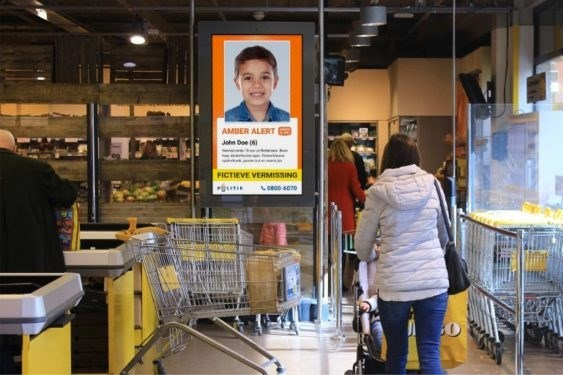 Amber Alerts en Vermist Kind Alerts op schermen in grote supermarkten