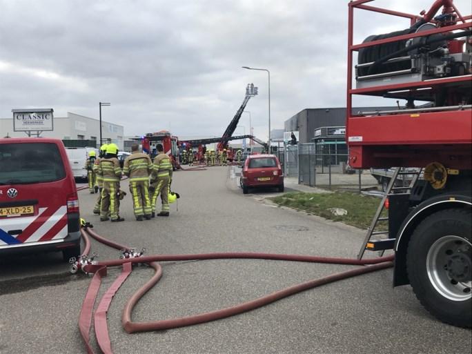 Video: Bedrijven ontruimd bij grote brand in Landgraaf, drie gewonden