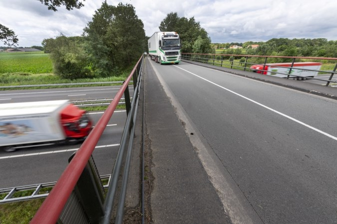 Oplossing voor verkeersonveiligheid op Ellbrug in Ell: stoplichten moeten voor veilige doorstroming zorgen