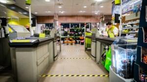 Supermarkten schuiven mee met avondklok