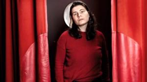 Regisseur Valerie Bisscheroux uit Born van de populaire Netflixserie ANNE+: 'Het is leuk om queer te zijn'