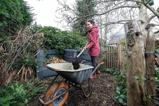 Heleentje uit Stein maakt haar eigen compost: 'Iedereen kan het. Overal, dus ook op een balkon'