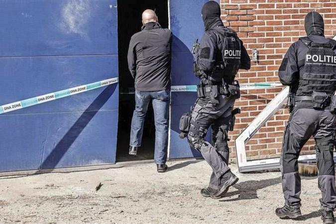 Inval bij illegale sigarettenfabriek Hoensbroek: Polen en Oekraïners opgepakt