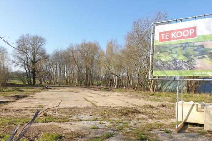 Plan voor luxe villa's in Spaubeek staat op losse schroeven, bewoner stelt gemeenteraad Beek in gebreke
