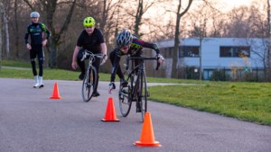 Jongeren uit Parkstad leren al slalommend de 'beginselen van het wielrennen'