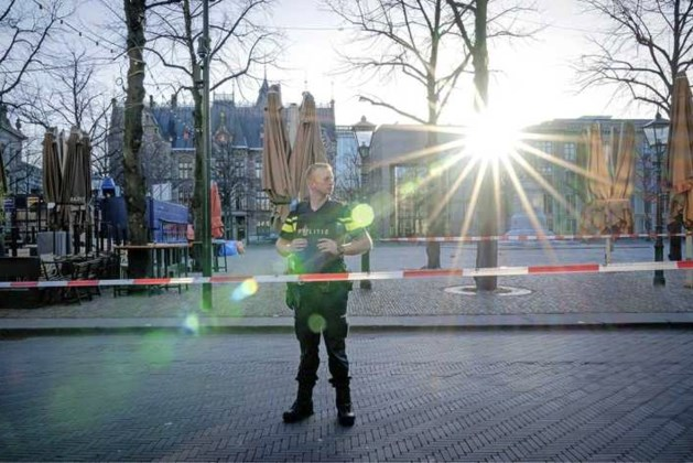 Man (47) blijft vastzitten na bommelding Binnenhof