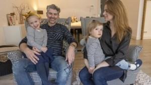 Moeder van gezin in 'reservetijd' krijgt felbegeerde prik