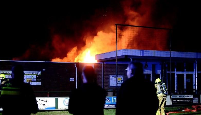 Brand in kantine in Panningen breekt uit tijdens training: 'Voetballers zagen vlammen uit het dak slaan'