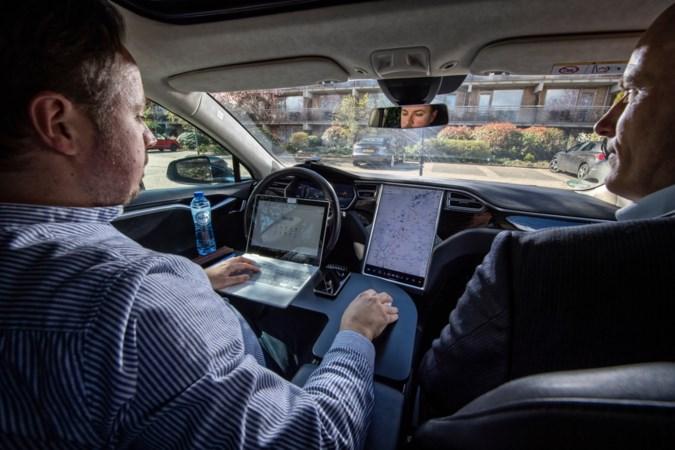 """Sittardse vrienden halen octrooi binnen met flexwerkplek voor in elektrische auto: """"Jongensdroom"""""""