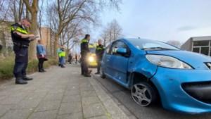 Bestuurster rijdt met flink beschadigde auto door na ongeval in Roertunnel