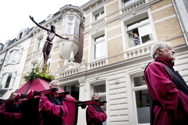 Kruiswegviering in Sevaasbasiliek Maastricht op televisie