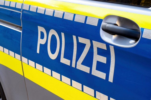 Onbekenden bekogelen auto's op A44 vanaf brug bij Alsdorf, politie zoekt getuigen