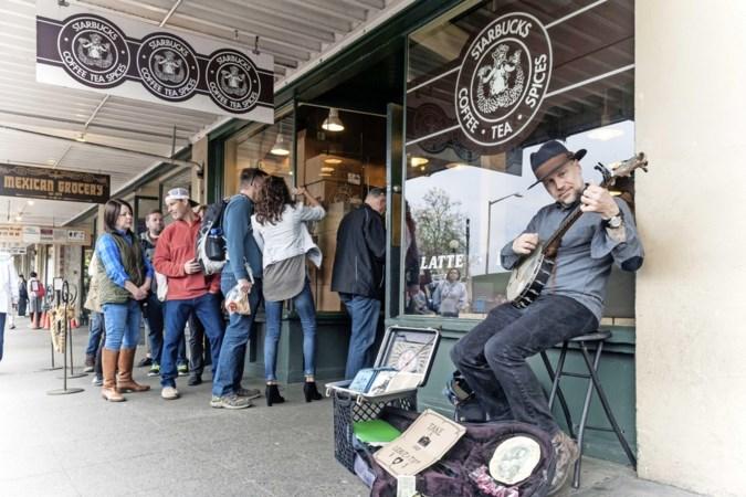 Jubilerende keten Starbucks maakte koffiedrinken hip: 'Een geniaal concept'