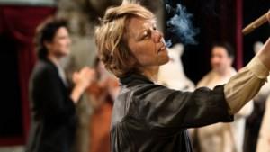 Filmrecensie Tove: Teder drama over talentvolle Finse kunstenares achter de Moemin-avonturen