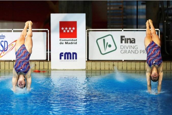 Schoonspringster Inge Jansen ziet olympische kwalificatiewedstrijd voor synchroonduo's in het water vallen