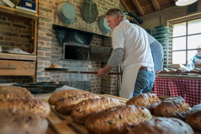 Paasstollen uit Welten vliegen als warme broodjes over de toonbank: 'Bij ons thuis worden ze opgevreten'