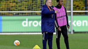 Uitbarsting virus blijkt nog groter bij Feyenoord; Advocaat maakt zich nu ook zorgen om zichzelf