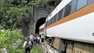 Tientallen doden bij ontsporing trein in tunnel Taiwan