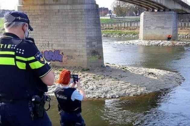 Politie assisteert collega's uit België: man springt tijdens vluchtpoging in de Maas