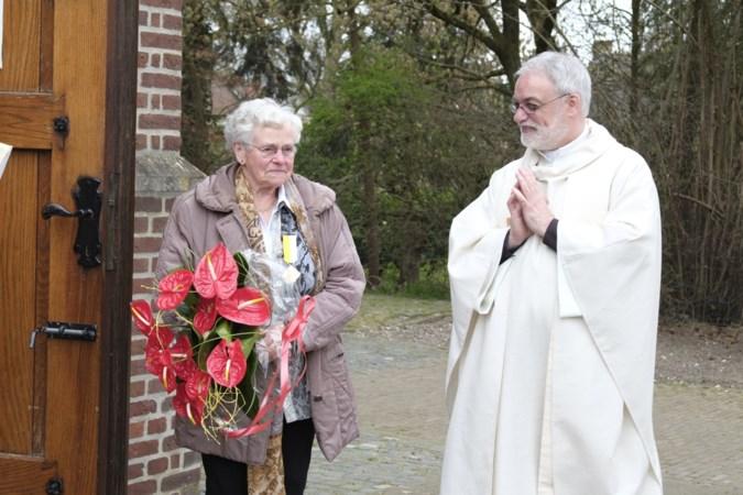 Toos (88) uit Swolgen krijgt na vijftig jaar vrijwilligerswerk een pauselijke onderscheiding