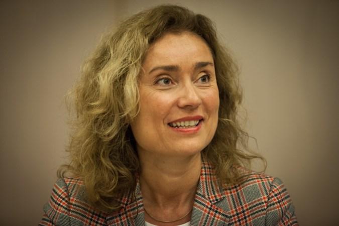 D66'er Vera Bergkamp wil Kamervoorzitter Arib vervangen