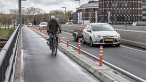 Veiligheid fietsers Maasbrug Roermond: 'Hopelijk komt er toch nog een fysieke afscheiding'
