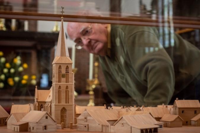 Oud-timmerman Jan Rutten (85) laat eeuwenoude Gertrudiskerk van Lottum herrijzen in het klein
