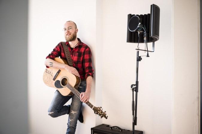 Bart (27) uit Roermond componeert muziekstukken bij fantasygames: 'Rijk ben ik nog niet geworden van mijn nummers op Spotify'