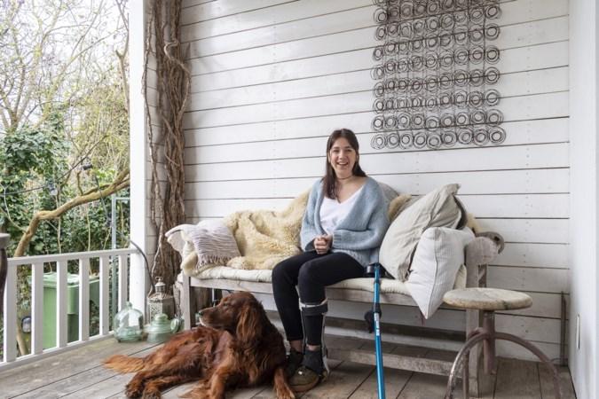 Tiener Isa knokt zich terug na hersenstaminfarct: 'Ik kon alleen nog maar met mijn ogen knipperen'