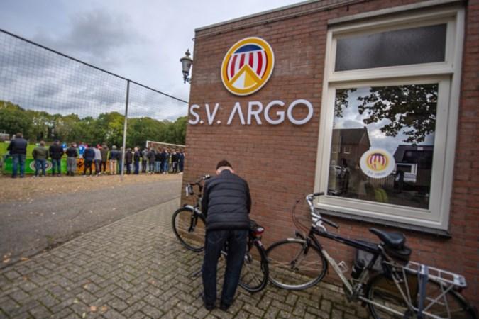 Jeugd voetbalclub Argo op pad in Grevenbicht en Obbicht om lege flessen in te zamelen