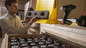 Van oude NS-onderdelen gemaakte hypermoderne speakers van Geleense ontwerper gaan als een trein