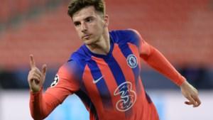 Hakim Ziyech ziet Chelsea vanaf de bank grote stap richting halve finale zetten