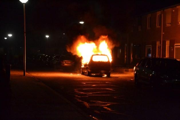 Auto brandt volledig uit in Landgraaf