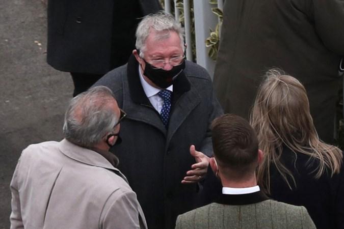 Oud-voetbaltrainer Alex Ferguson pakt treble in paardenraces in Aintree