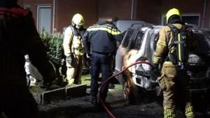 Autobrand op oprit in Stramproy