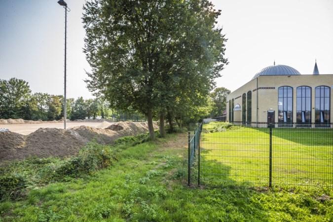 Door vertrek Kwiek toch beachsportveld mogelijk op sportpark Hagerhof buiten zicht van moskee