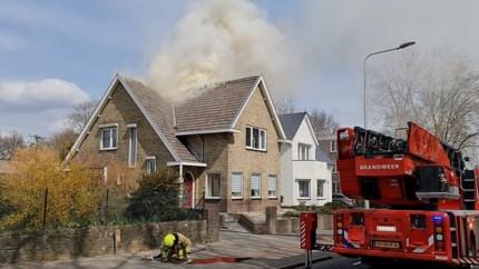 Video: Veel rookontwikkeling bij dakbrand woning in Kerkrade